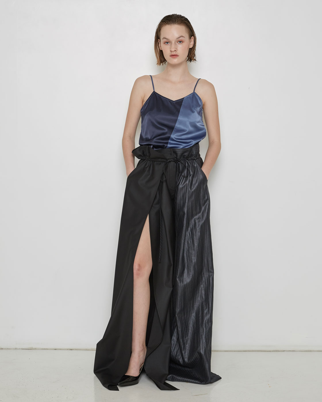 Satin Touch Contrast Slit Raw-edge Sleevless Top