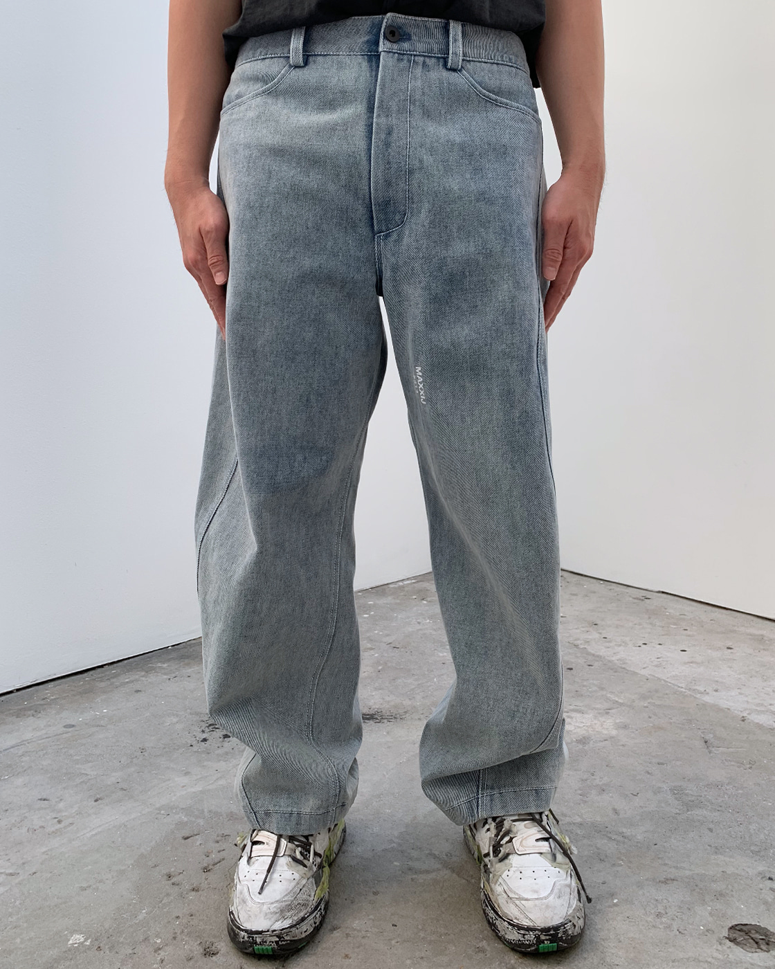 Washed Signature Wave Seam Tapered Jeans(Genderless)