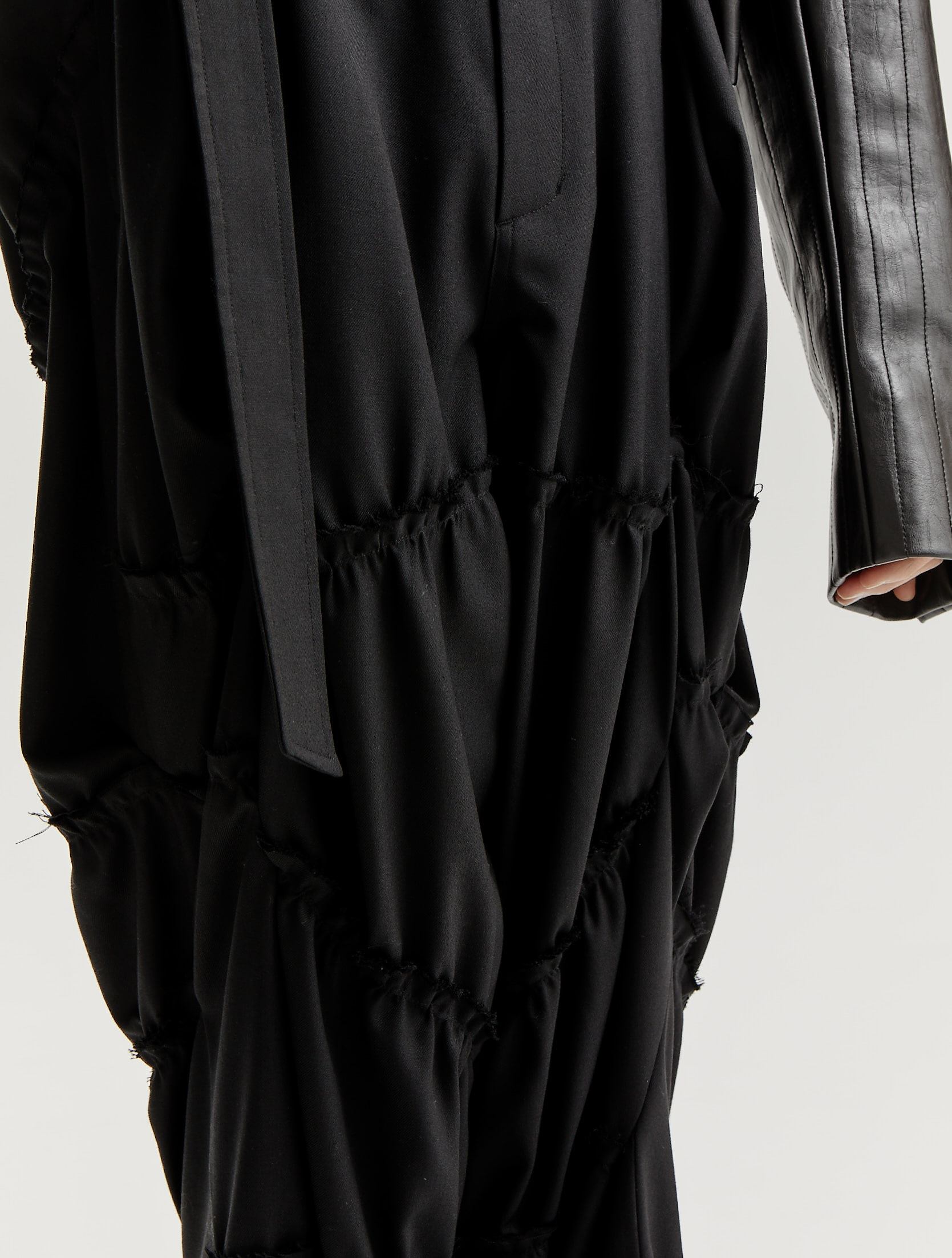 Black Crumbled Line Detailed Belted Loose Trousers